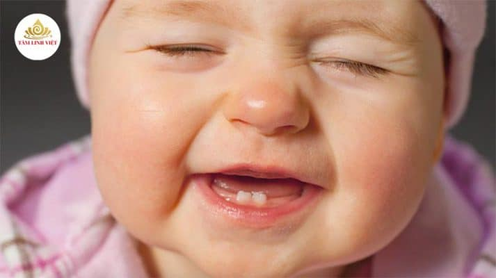 bé mọc răng lười bú