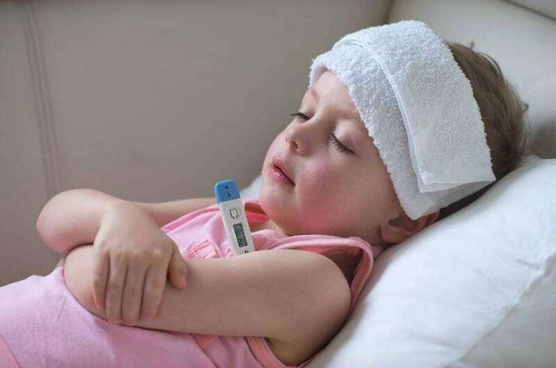 Chườm ấm là cách xử lý mẹ nên nghĩ đến khi bé bị sốt