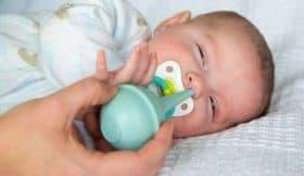Lưu ý quan trọng khi hút rửa mũi và vỗ long đờm cho bé