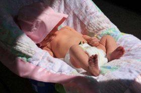 Sự thật về tắm nắng cho trẻ sơ sinh mà cha mẹ phải biết
