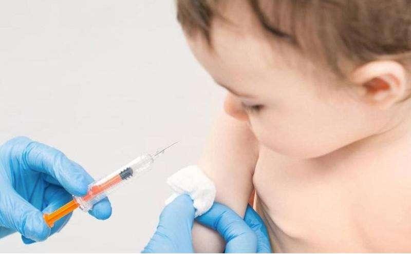 Cần chăm sóc trẻ đúng cách sau khi tiêm chủng