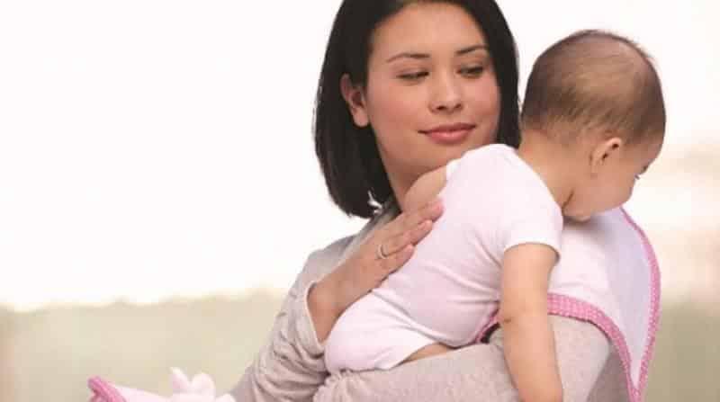 Những điều cần lưu ý khi vỗ lưng ợ hơi cho trẻ