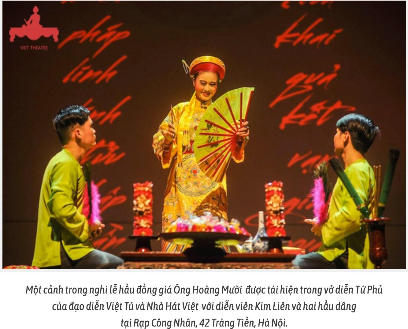 Một cảnh trong nghi lễ hầu đồng giá Ông Hoàng Mười được tái hiện trong vở diễn Tứ Phủ