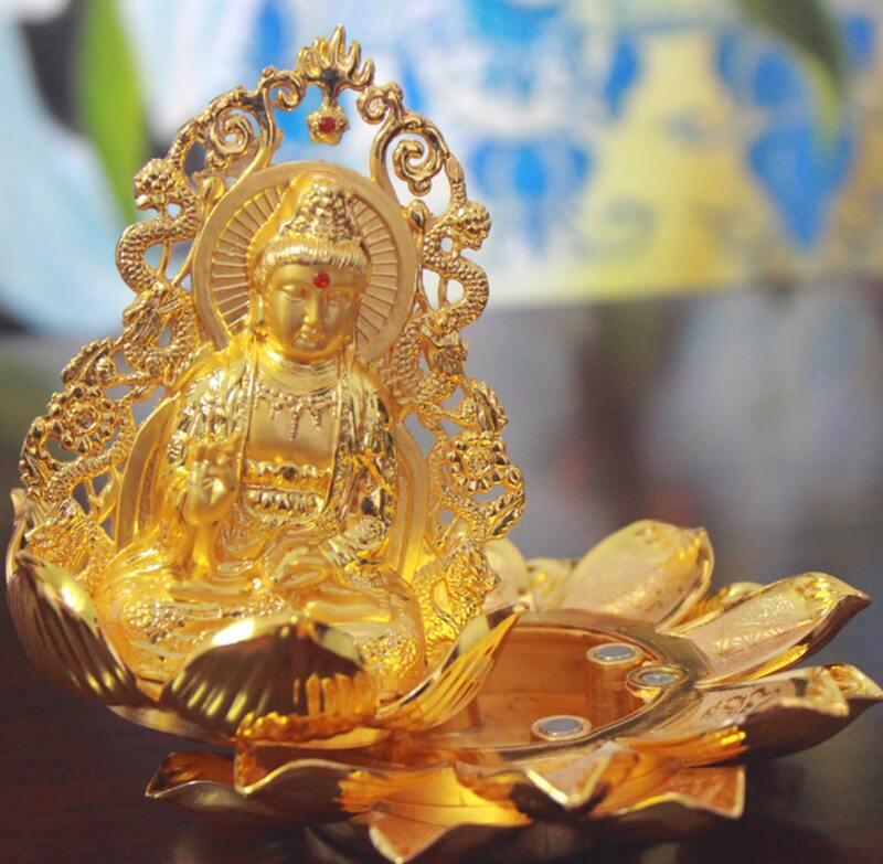 Tượng được thiết kế có khay để nước hoa khô hoặc bùa bình an