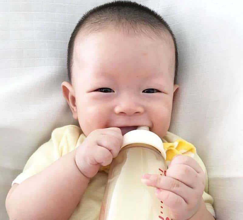 Những lợi ích khi tập cho bé bú bình