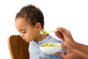 Trẻ thiếu sắt thường sẽ biếng ăn, mệt mỏi